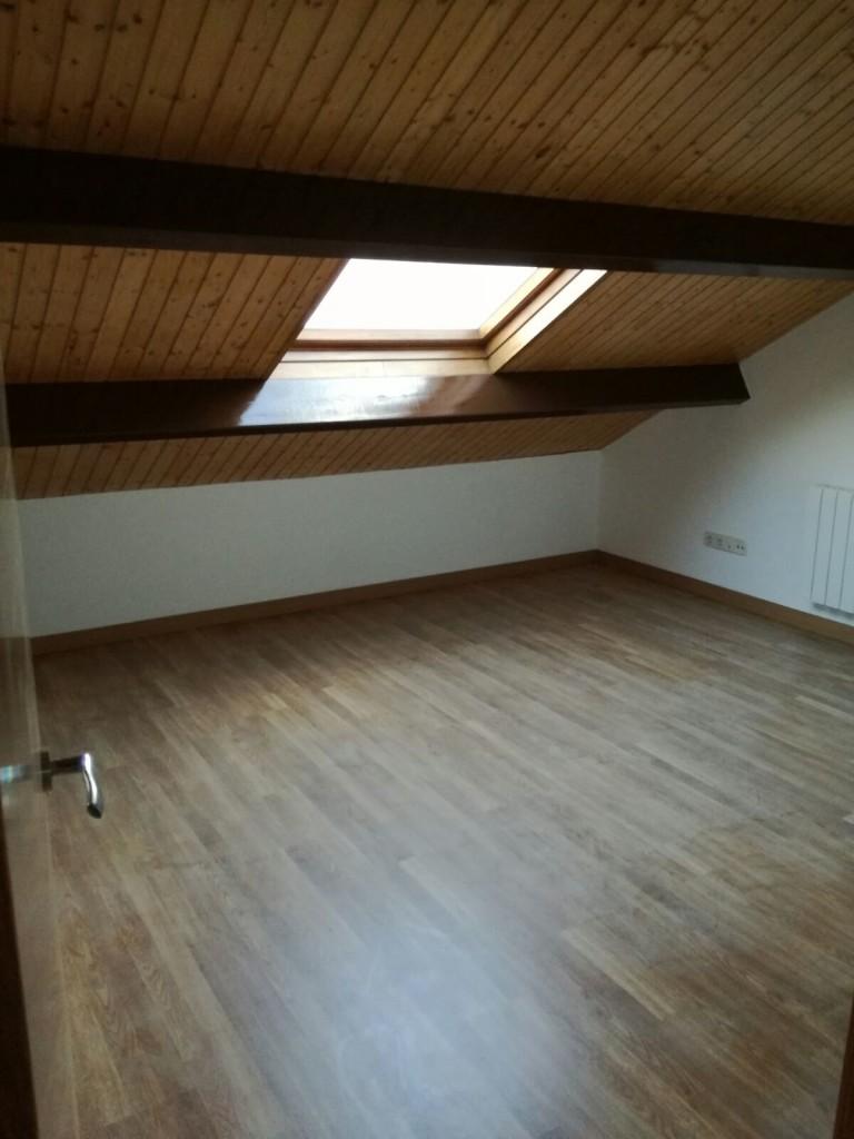 Suelos laminados y techos abuardillados
